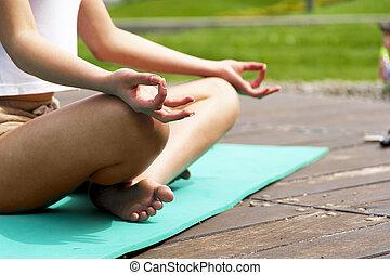 jóga, a parkban