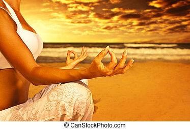 jóga, elmélkedés, tengerpart