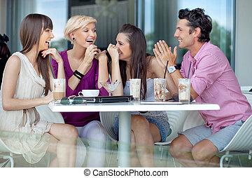 jókedvű, baráti társaság