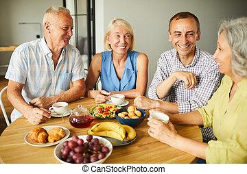 jókedvű, csoport, idősebb ember, barátok