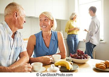jókedvű, párosít, látszó, más, mindegyik, idősebb ember