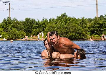 jóvenes, salto, y, salpicadura, alrededor, en, el, lago