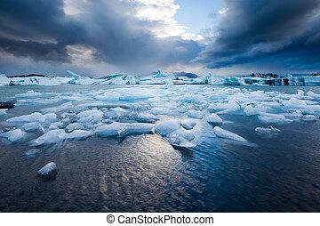 Jökulsárlón, South Iceland - Jökulsárlón - famous glacial...