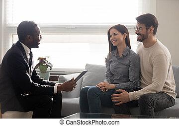 jövő, ethnicity, üzlet, emberek, ingatlanügynök, hallgatózik, fejteget, párosít, afrikai, kaukázusi