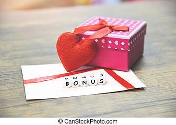 jaarlijks, doosje, concept, cadeau, hart, bonus, enveloppe, /, de kaart van het document, verrassing, rood