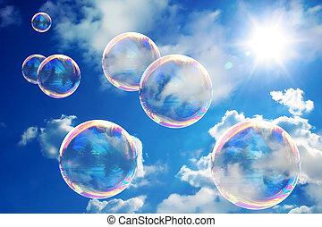 jabón burbujea, en, cielo azul