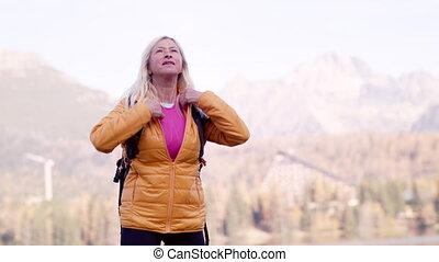 jacket., wycieczkowicz, do góry, świszczący, kobieta, senior...