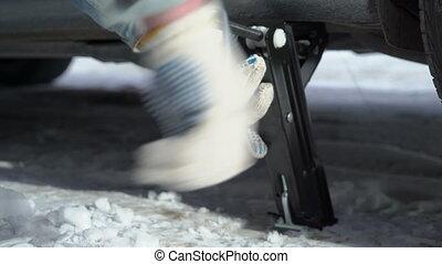 jacking, sien, hiver, voiture, haut, pneu, véhicule, côté, changement, homme