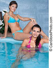 jacuzzi, mulheres jovens