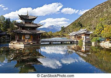jade, dragón, montaña cubierta de nieve, en, lijiang,...
