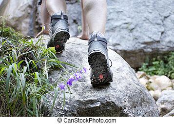 jambes, bottes, randonnée, rocher