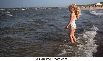 jambes, girl, irrigation, mer, donner coup pied, vagues, ...