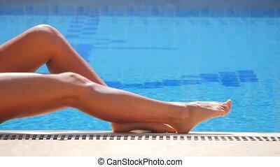 jambes, piscine, femme, natation
