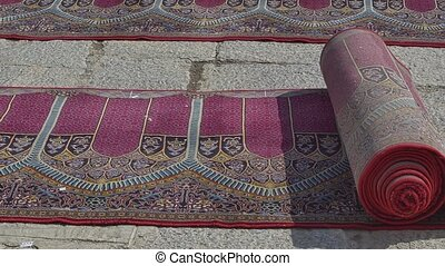 Jameh Mosque of Isfahan carpets - Beautiful praying carpets...