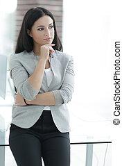 janela, mulher, negócio moderno, escritório