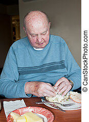 jantar, comer, homem idoso