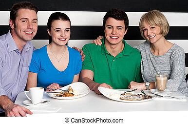 jantar, desfrutando, família, restaurante