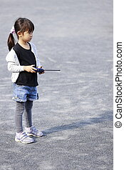 Japanese girl operationg radio control (5 years old)