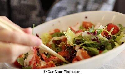 japończyk, łosoś, sałata