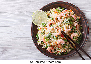 japonés, arroz frito, con, mariscos, huevos, y, vegetales,...