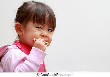 japonaise, girl, manger, gaufrettes, (2, années, old)