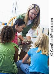 jardín de la infancia, profesor, actuación, bird\\\'s, nido, a, niños