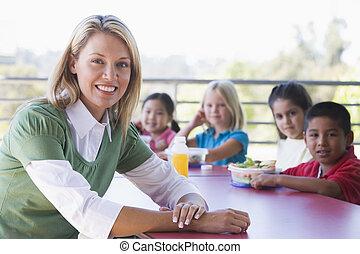 jardim infância, filhos comendo, almoço