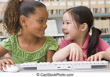 jardim infância, usando computador, crianças