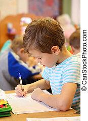 jardin enfants, garçon, dessin