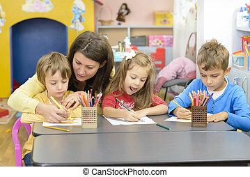jardin enfants, gosses, jouer, éducateur