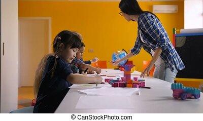 jardin enfants, multiculturel, enfants, dessin