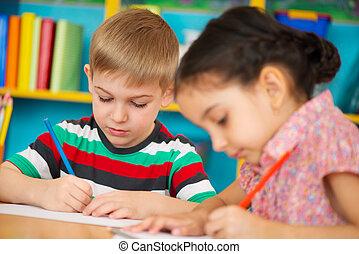 jardin enfants, peu, dessin, deux enfants