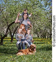 jardin, famille, leur, balançoire, portrait, heureux