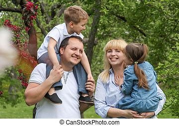 jardin, famille, printemps, deux enfants, heureux