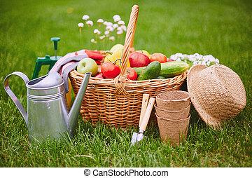 Jardiner a jard n mirar c mara hembra granjero for Objetos de jardineria
