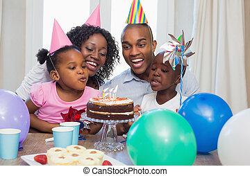 jarig, tafel, samen, vieren, gezin, vrolijke