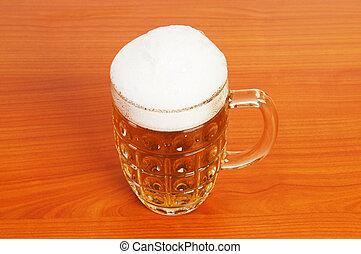 jarrade cerveza, en, el, tabla de madera