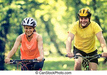 jeżdżenie, bicycles, przyjaciele