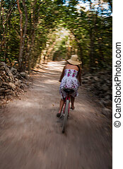 jeżdżenie, kobieta, rower, las