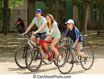 jeżdżenie, rodzice, ich, rowery, syn