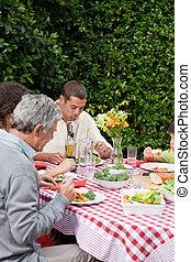 jedzenie, rodzina, ogród, szczęśliwy