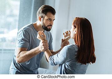 jego, żona, brutalny, patrząc, wściekły, człowiek