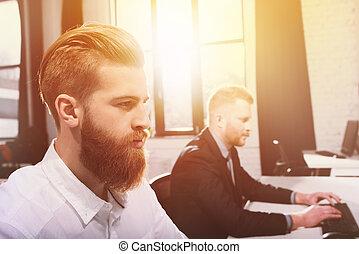 jego, biuro, pracujący, komputer, drużyna, biznesmen