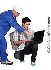 jego, pracownik, laptop., zbudowanie, używając, senior, terminator