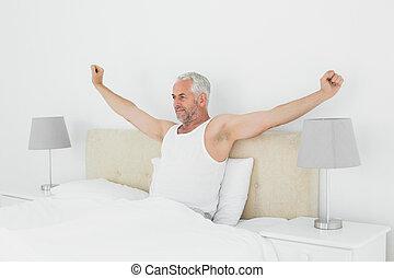 jego, rozciąganie herb, łóżko, dojrzały człowiek