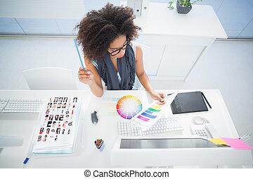 jej, biurko, ładny, pracujący, projektant