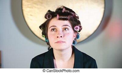 jej, curlers, hair., gospodyni, portret
