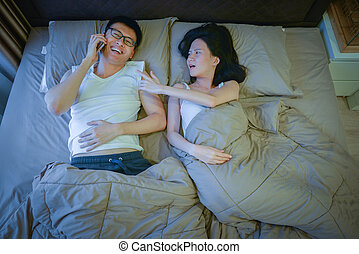 jej, mówiąc, łóżko, telefon, asian, noc, zazdrosny, sympatia, kobiety