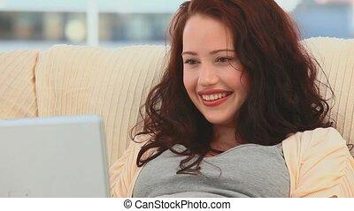 jej, piękny, la, uśmiechnięta kobieta