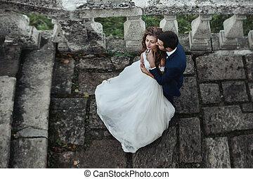 jelentékeny, érzéki, lovász, ölelgetés, newlywed, menyasszony, from mögött, -ban, öreg, bástya, erkély
